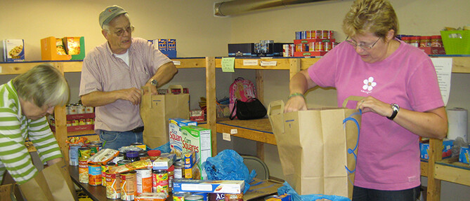 2014-10-04 Food Pantry - Community Kitchen 006